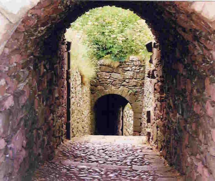 Entry passage to